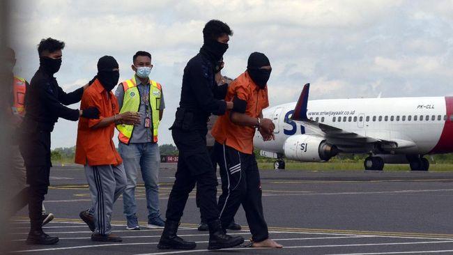 Mabes Polri bakal menjemput belasan terduga teroris jaringan Jamaah Ansharut Daulah (JAD) di Bandara Soekarno-Hatta pada Kamis (4/2).