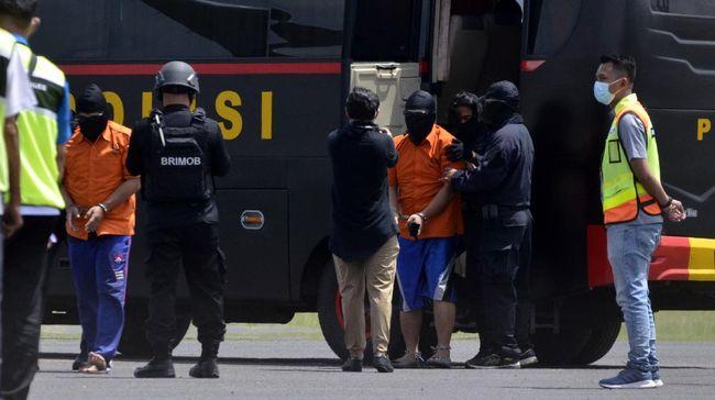 Densus 88 Antiteror Polri menangkap tiga terduga teroris jaringan Jamaah Ansharut Daulah (JAD), dua di antaranya ditangkap di wilayah DKI Jakarta.