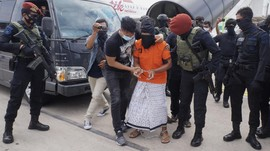 FOTO: Pemindahan Puluhan Teroris dari Lampung Lewat Soetta