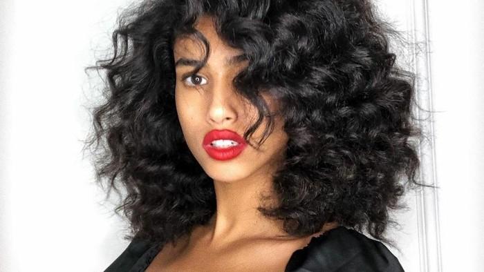 Jadi Tren Hairstyle 2021, Begini Inspirasi dan Cara Merawat Rambut Keriting ala Celebrity Hairstylist