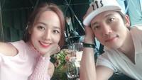 <p>Eugene juga sudah menikah dengan Kim Tae Young. Pernikahan mereka telah berjalan 9 tahun. (Foto: Instagram @eugene810303)</p>