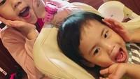 <p>Dari pernikahannya dengan Kim Tae Young, Eugene dikaruniai dua anak perempuan, Bunda. (Foto: Instagram @eugene810303)</p>