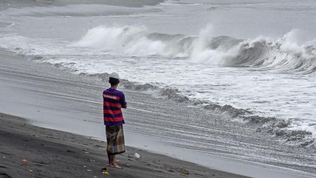 BNPB mengatakan di sejumlah wilayah terdampak siklon Surigae akan ada potensi gelombang dengan ketinggian antara 1,25-2,5 meter.