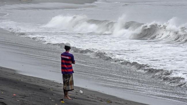 BMKG: Gelombang Tinggi di Selatan Jabar Bisa Mencapai 4 Meter