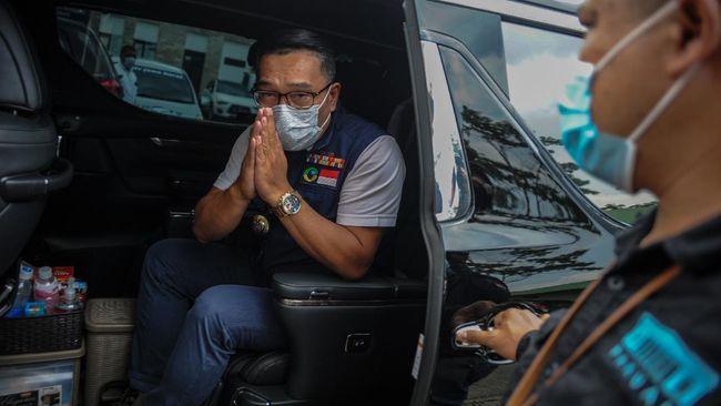 Gubernur Jabar Ridwan Kamil meminta warganya untuk menunda perjalanan sambil berharap ada perubahan kondisi hingga tak perlu lagi menarik 'rem darurat'.