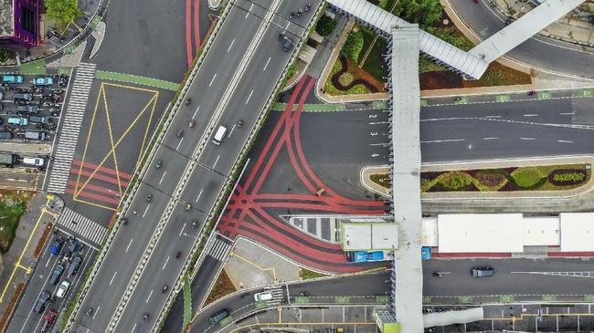 Pemprov DKI telah merampungkan revitalisasi Simpang Pasar Senen, Jakarta Pusat, yang memberi ruang pula bagi pejalan kaki dan pesepeda.
