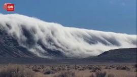VIDEO: Menakjubkan, Kabut Tebal mirip Ombak Selimuti Gunung