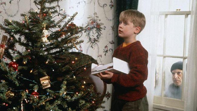 Home Alone besutan Chris Columbus layak menyandang predikat film komedi keluarga sepanjang masa, masih tetap lucu meski sudah 30 tahun.