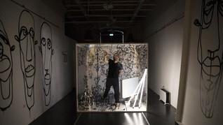 FOTO: Karya Seniman Prancis 10 Hari Lockdown dalam Kotak Kaca