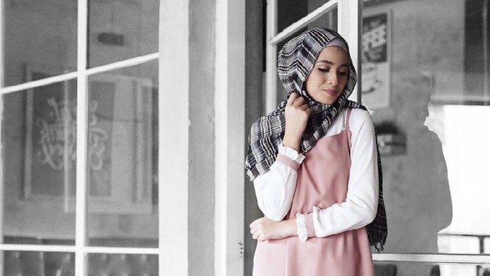 Simpel dan Unyu dengan Mix and Match Slip Dress untuk Hijabers