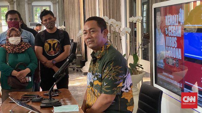 Tak seperti di sejumlah daerah lain, Pemkot Semarang tetap membolehkan tempat usaha buka seperti biasa di malam tahun baru.