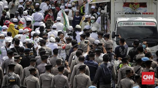 Aksi 1812 di kawasan Patung Kuda, Jakarta Pusat dibubarkan paksa karena dinilai tak memiliki izin. Aksi ini akan menuntut pembebasan Rizieq Shihab.