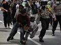 Massa 1812 Berselawat Dibubarkan Polisi, Belasan Ditangkap
