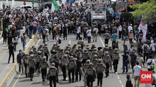 Puluhan remaja yang diamankan mulanya bersembunyi di dalam dump truck untuk mengelabui petugas saat melintas menuju aksi 1812 di Jakarta.