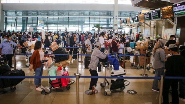 Pemerintah kembali mengizinkan tingkat okupansi atau keterisian penumpang pesawat penuh atau mencapai 100 persen mulai 9 Januari hingga 25 Januari 2021.