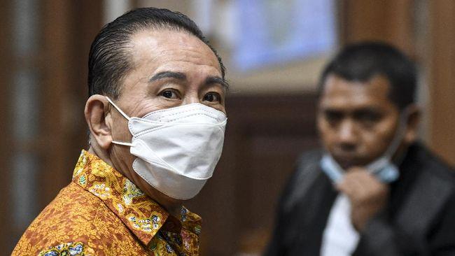 Terdakwa kasus dugaan suap terkait pengurusan fatwa MA, Djoko Soegiarto Tjandra, mengaku pernah mengubah nama menjadi Joe Chan saat berada di Papua Nugini.
