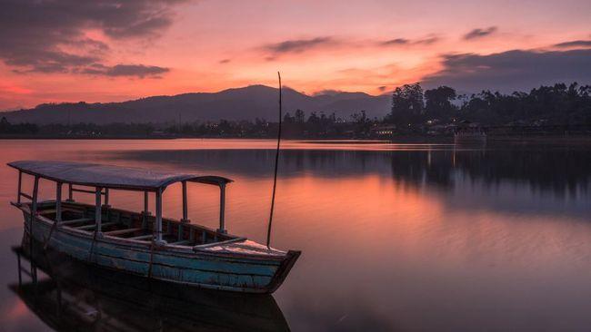 Berikut lima lokasi menatap sunset berwarna oranye di Bandung.