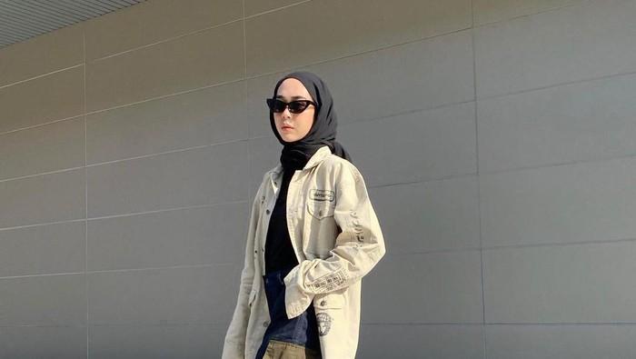 5 Gaya OOTD Influencer Hijab, Percaya Diri dengan Tampil Boyish