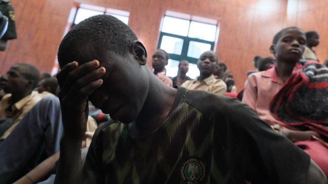 Kelompok teroris Boko Haram menewaskan sedikitnya 11 orang, membakar sebuah gereja dan menangkap seorang pendeta pada malam Natal di Nigeria.
