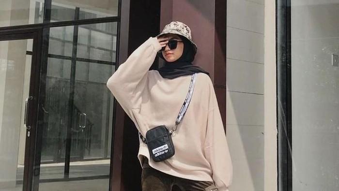 Mix and Match Outfit dengan Bucket Hat yang Bikin Penampilanmu Swag dan Kece
