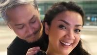 <p>Sebagai pasangan selebriti, Nirina dan Ernest juga dikenal sebagai pasangan yang kompak lho. Foto: Instagram Nirina Zubir</p>