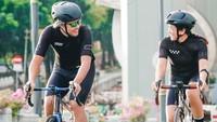 <p>Suami istri yang punya hobi gowes sepeda saat ini sedang dalam tahap pemulihan karena positif COVID-19. Kita doakan semoga Bunda Nirina dan Ayah Ernest segera pulih dan bisa gowesan lagi ya.Foto: Instagram Nirina Zubir</p>