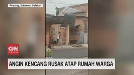 VIDEO:Detik-detik Angin Kencang Rusak Atap Rumah Warga