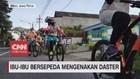 VIDEO: Ibu-ibu Bersepeda Mengenakan Daster