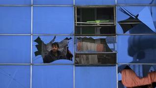 FOTO: Situasi Mencekam Serangan Bom Mobil di Afghanistan