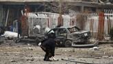 Kota Kabul Afganistan kembali diguncang serangan bom mobil, Minggu (20/12), berikut foto-foto situasi menceka pascaledakan.