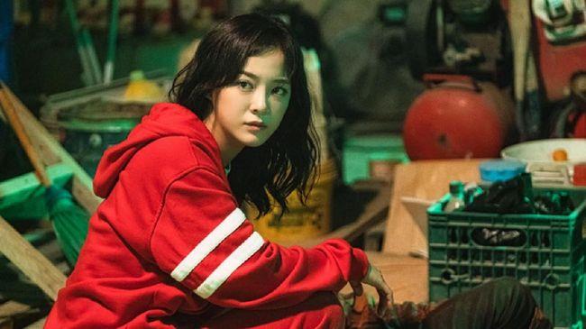 Kim Se-jeong meminta penggemar tak merisaukan cerita The Uncanny Counter yang mengalami perubahan penulis.