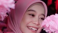 <p>Kecantikan Lesti nampak alami, terlebih dengan gigi gingsulnya yang menjadi ciri khas. (Foto: Instagram @lestykejora)</p>