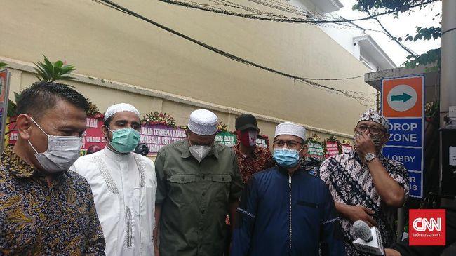 Sejumlah tokoh FPI dan keluarga korban penembakan mendatangi kantor Komnas HAM, Jakarta untuk memberikan keterangan dan bukti terkait penembakan 6 laskar FPI.