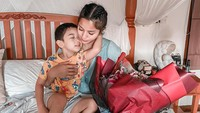 <p>7. Kirana Larasati juga menjadi single mom yang tangguh lho, Bunda. Pesinetron yang kini telah terjun ke dunia politik ini membesarkan anak semata wayangnya sendirian setelah bercerai dari mantan suami. (Foto: Instagram@kiranalarasati)</p>