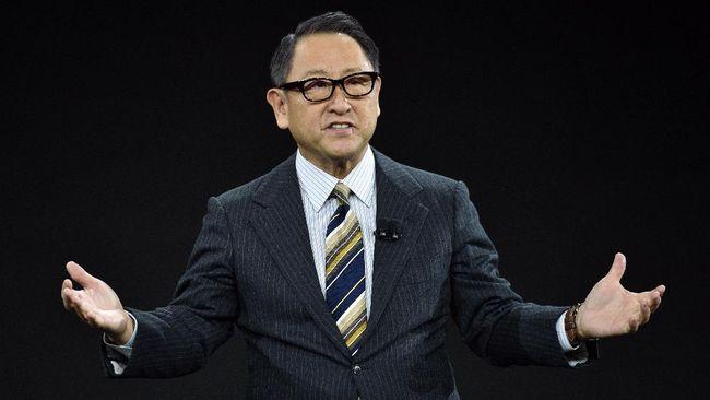 Presiden Toyota Akio Toyoda mengatakan transisi cepat ke mobil listrik punya efek negatif.