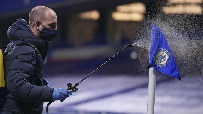 Klub-klub Liga Inggris tengah mendiskusikan kemungkinan penghentian kompetisi selama dua pekan pada Januari guna mencegah penyebaran virus corona.