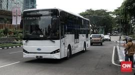 FOTO: Bus Listrik Skywell Jalani Uji Coba Trayek TransJakarta