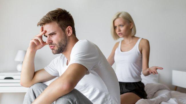 Ereksi dapat hilang saat berhubungan seksual. Kenali penyebab ereksi hilang tiba-tiba saat berhubungans seks.