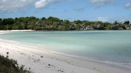 Terpana Birunya Telaga Nirwana di Pulau Rote
