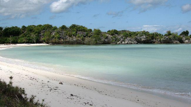 Keindahan Telaga Nirwana semakin menambah panjang objek wisata yang wajib didatangi di Pulau Rote, Nusa Tenggara Timur.