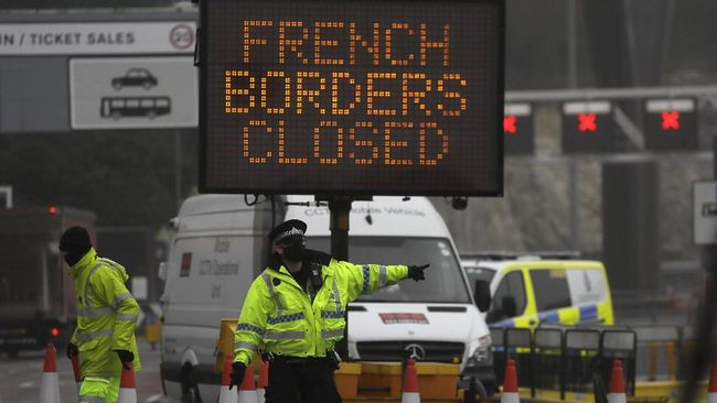Prancis mengizinkan kembali perjalanan pribadi maupun ribuan truk pengangkut barang dari Inggris. Perbatasan antara kedua negara akan dibuka pada Rabu (23/12).