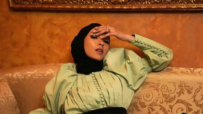 Romantic Nostalgia, Rancangan Terakhir Barli Asmara Kolaborasi dengan Influencer Fita Wulansari
