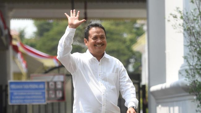 Menteri Kelautan dan Perikanan Sakti Wahyu Trenggono mengaku akan belajar tentang laut dan melakukan terobosan dalam industri kelautan.