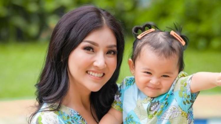 Sarwendah dan Tania Putri Onsu.
