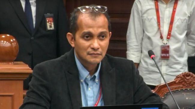 Wamenkumham Eddy OS Hiariej menilai dua mantan menteri, Edhy Prabowo dan Juliari layak dituntut hukuman mati terkait kasus korupsi.