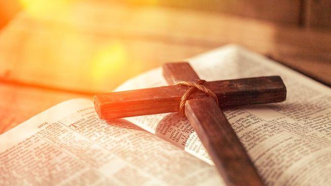 Seorang pastor Katolik di Italia memutuskan untuk 'menggantung jubah' karena menjalin hubungan asmara sehingga tak dapat melanjutkan kewajiban hidup melajang.