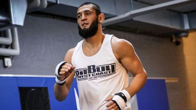 Presiden UFC Dana White membantah kabar Khamzat Chimaev pensiun dari UFC menyusul pesan mengejutkan yang diunggah petarung asal Swedia itu.