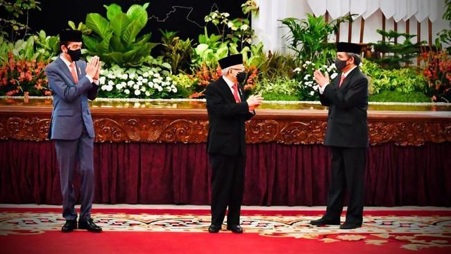 Presiden Joko Widodo (Jokowi) resmi melantik enam menteri dan lima wakil menteri baru hasil reshuffle Kabinet Indonesia Maju di Istana Negara, Rabu (23/12).