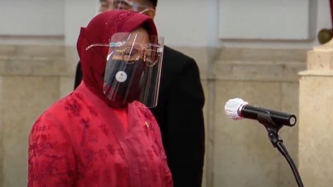 Tri Rismaharini (Risma) resmi dilantik menjadi Menteri Sosial pada hari ini, Rabu (23/12). Perempuan yang akrab disapa Risma ini mengenakan busana serba merah.