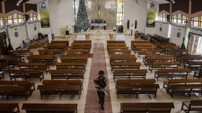 Dua gereja di Kota Bandung juga menyiarkan misa Natal secara daring, sehingga jemaat lainnya bisa mengikuti secara virtual.
